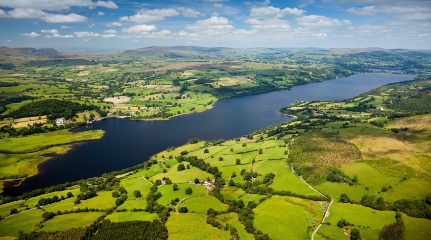 Aerial of Bala Lake - Llyn Tegid o'r awyr 880 490